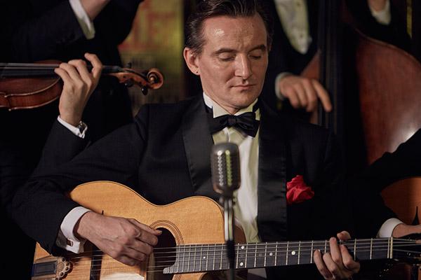Benoit Viellefon french singer guitarist