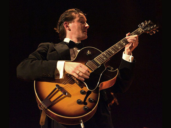 Benoit Viellefon French singer & guitarist